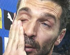 Buffon in lacrime dopo Italia-Svezia