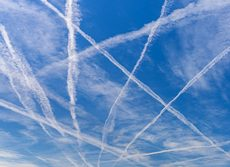 Scie bianche in cielo