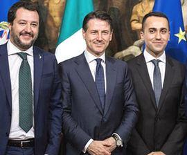 Conte tra Salvini e Di Maio
