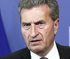 Oettinger, promotore della riforma-bavaglio