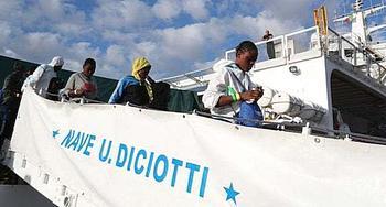 Migranti sbarcati dalla nave Diciotti della Guardia Costiera