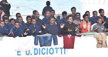 I migranti africani sulla nave Diciotti