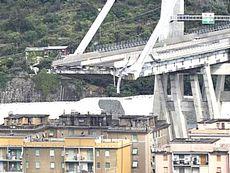 Il viadotto Morandi crollato