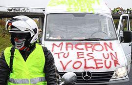 """""""Macron, sei un ladro"""""""