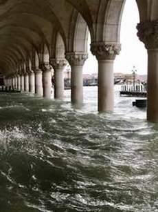Eccezionale acqua alta a Venezia