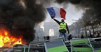 Gilet Gialli, la Francia in rivolta