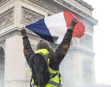 Gilet Gialli sugli Champs-Elysees