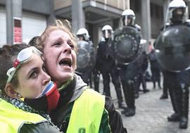 Gilet Gialli e polizia antisommossa