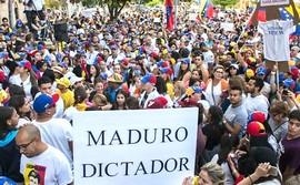 Proteste contro Maduro