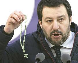 Salvini con il rosario