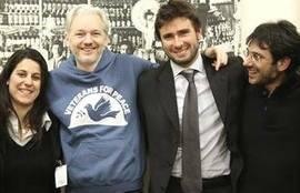 Di Battista con Assange