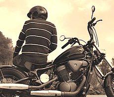 Giovane in moto