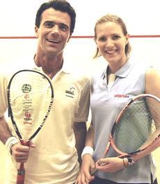 Gozi in tenuta da squash con la moglie