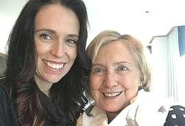 Jacinda Ardern con Hillary Clinton
