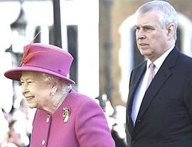 Il principe Andrea con Elisabetta d'Inghilterra - Copia