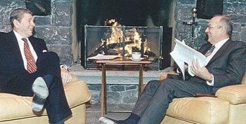 Reagan e Gorbaciov a Ginevra nell'85