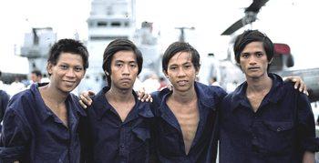 Gruppio di vietnamiti in salvo su una nave italiana