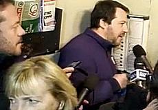 Salvini al citofono