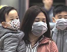 Cinesi con la mascherina