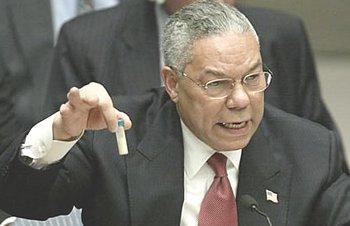 La farsa di Colin Powell all'Onu con la finta fialetta di antrace