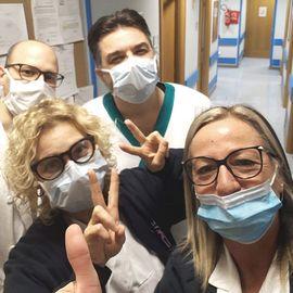 Medici e infermieri in prima linea contro il virus