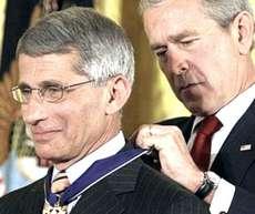 Anthony Fauci premiato da Bush