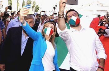 Meloni e Salvini, selfie con Tajani