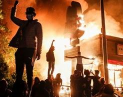 Le devastazioni di Antifa negli Usa