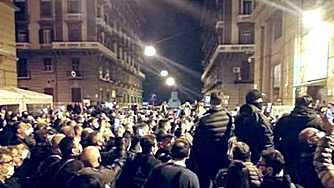 Proteste a Napoli contro il coprifuoco