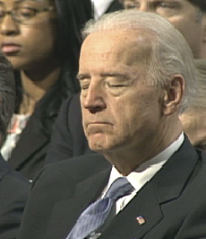 Biden addormentato in pubblico