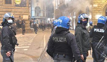 Guerriglia urbana a Firenze